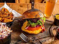 Combo 1 - Classic burger + papas rústicas o Lumber fries + bebida línea Coca-Cola 350 ml