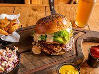 Combo 2 - Caesar burger + papas rústicas o Lumber fries + bebida línea Coca-Cola 350 ml