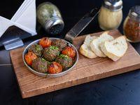 Bolita de carne con tomate