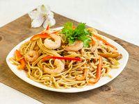 Chow Mein con Camarones