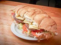 Sándwich torpedo con hamburguesa (dos personas)