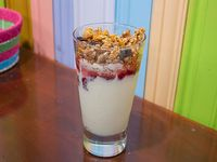Yogurt natural con granola casera