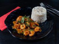 Pescado con curry y camarón