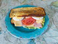 Sándwich primavera en pan nube