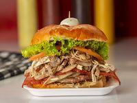 Hamburguesa de Carne Especial, Champiñones, Pollo y Tocineta