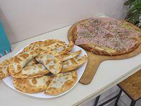 Promo - Pizza muzzarella + empanadas (12 unidades)