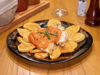 Pechuguita de pollo al ajillo con papas españolas