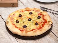 Pizza cuatro quesos (6 porciones)