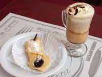 Desayuno o merienda - Café a la italiana o capuccino doble + pastelería casera italiana a elección