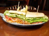 Sándwich rústico de pollo