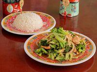 Brócoli con Pollo o Solomito o Camarón + Arroz Blanco