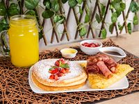 Desayuno Americano (Pancakes)