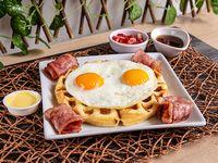 Waffle Tradicional con Huevo + Tocineta