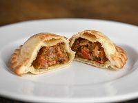 2- Empanada de carne criolla