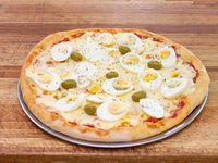 Pizza con muzzarella y huevo duro