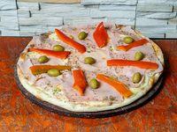 Pizza de jamón y morrón