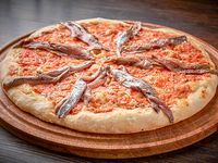 Pizza con tomate y anchoas