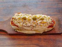 Pizzeta con jamón y huevo