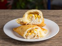 25 - Empanada de queso, pollo y choclo