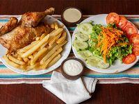 Medio pollo + papas fritas + ensalada