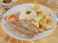 Promo menú premium 4 - Reineta a la mantequilla asada + arroz + papas salteadas + ensalada del día + bebida 350 ml + pan + pebre + postre