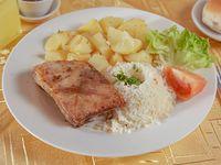 Promo menú premium 1 - Costillar asado + arroz + papas salteadas + ensalada del día + bebida 350 ml + pan + pebre + postre