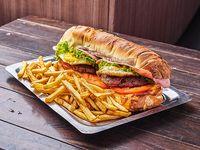 Torpedo de hamburguesa con papas fritas (2 personas)