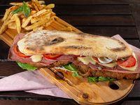 Sandwich milanesa ternera fugazzeta con fritas