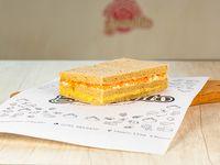 Sándwich con zanahoria, huevo duro y choclo