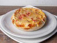 Tarta de jamón, queso y cebolla