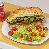 Combo - Sándwich de lomito con Palta + mini ensalada + bebida