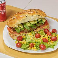 Combo - Sándwich de pollo crispy con Palta + mini ensalada + bebida
