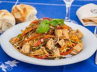 Wok de pollo, fideos y vegetales (porción)