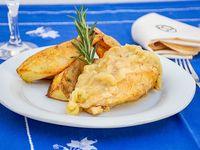 Pechuga de pollo rellena de jamón y queso con puré (porción)