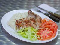 Chuleta + agregado + ensalada de lechuga y tomate