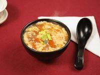 Sopa de huevo y tomate (porción)