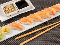 Niguiri de salmón y arroz (6 unidades)