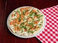Pizza mediana salmone affumicato e formaggio cremoso