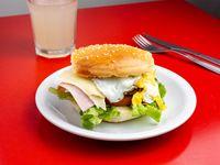 Sándwich de hamburguesa completísimo