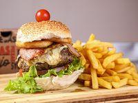 Imperial burger con papas fritas