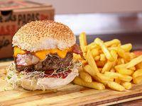 Capitana burger con papas fritas