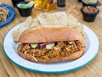 Sándwich Mexicano Cochinita Pibil