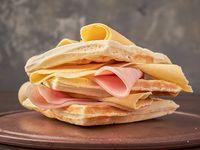Waffle de jamón y queso
