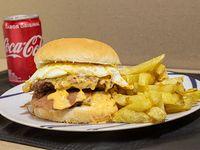 Promo - Hamburguesa doble + papas fritas + bebida Coca Cola 220 ml