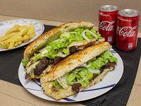 Promo - 2 sándwiches de lomito a elección + papas fritas + 2 bebidas Coca Cola 220 ml