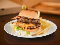 Hamburguesa doble carne con papas fritas