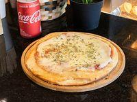 Promo - Pizza individual de muzzarella + lata a elección