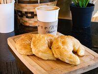 Promo - 3 medialunas + café con leche o latte