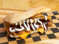 Sándwich gringo de carne mechada de pollo
