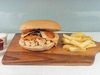 Sándwich de ave napolitano + acompañamiento